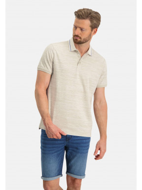Polo-with-a-contrast-collar