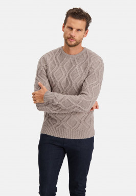 Modern-Classics-pullover-with-a-cable-knit
