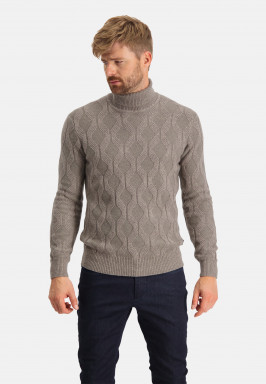 Pullover-with-a-turtle-neck