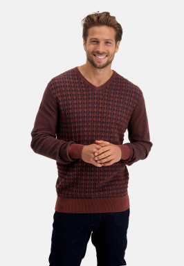 Pullover-with-V-neck-and-regular-fit