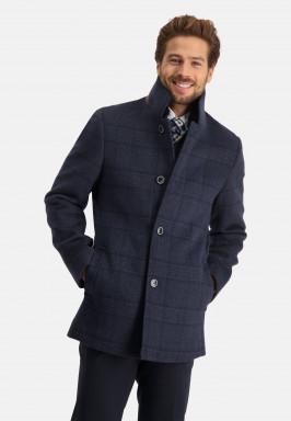 Jacket-with-a-checkered-pattern