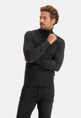Pullover-with-turtle-neck-of-blended-wool