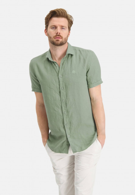 Short-sleeve-shirt-made-of-linen
