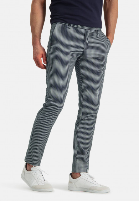 Chino-with-a-modern-fit---dark-blue/white
