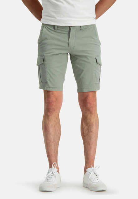 Short-in-a-cargo-look---leafgreen-plain