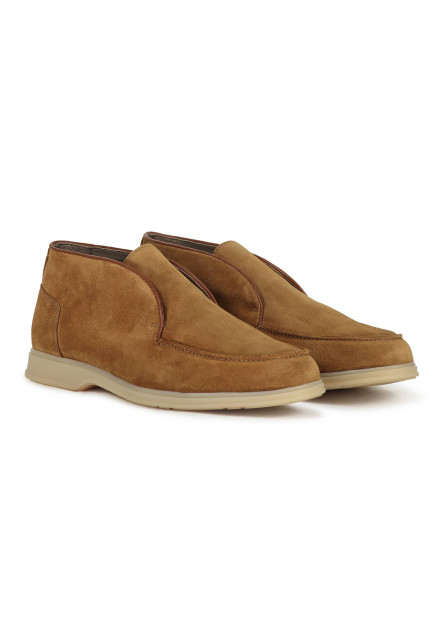 Boat-shoe-made-of-suede-and-leather