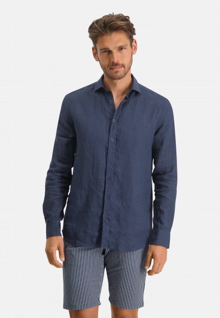 Linen-shirt-with-a-medium-cut-away