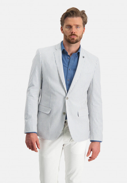 Blazer-with-2-button-closure
