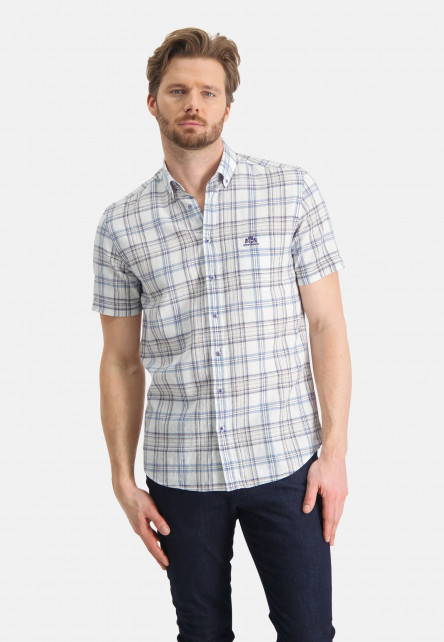 Shirt-with-chest-pocket-and-stripes