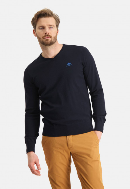 V-Neck-jumper-with-elbowpatches