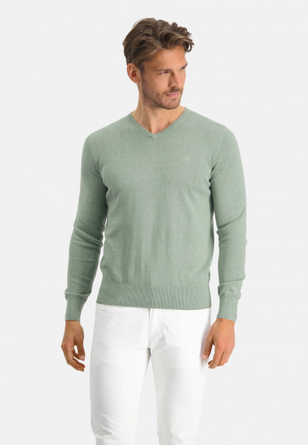 V-neck-jumper-with-a-regular-fit