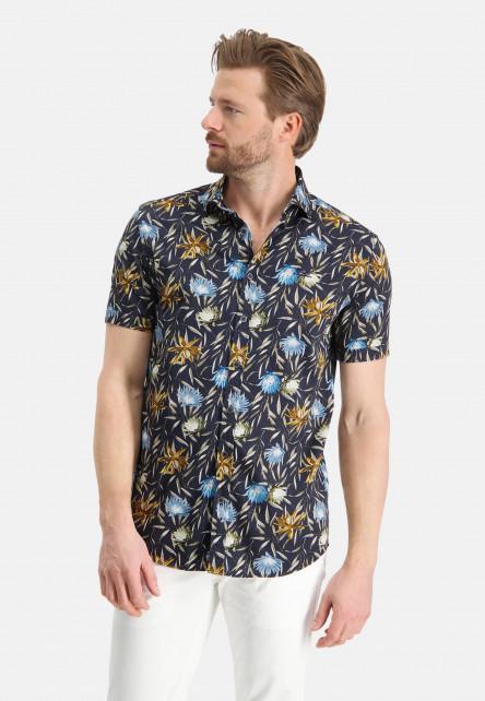 Shirt-with-a-cut-away-collar