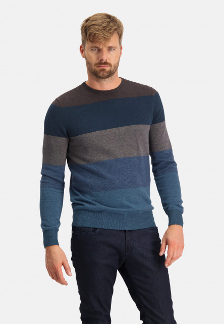 Striped-pullover-with-crew-neck