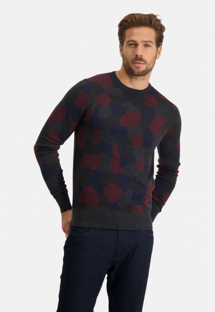 Fine-knitted-pullover-with-crew-neck