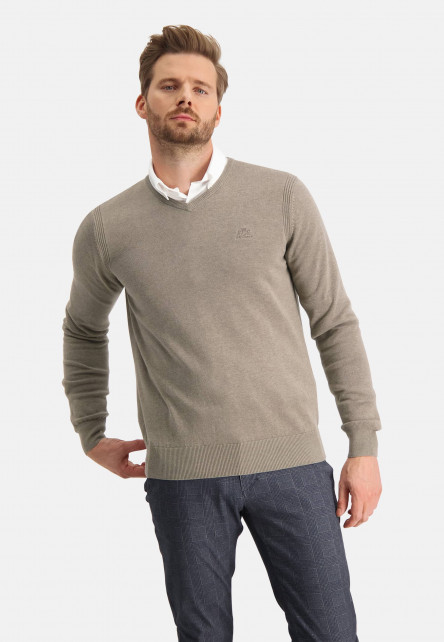 Pullover-with-a-chest-logo