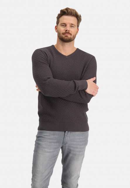 Structure-knitted-pullover-with-V-neck