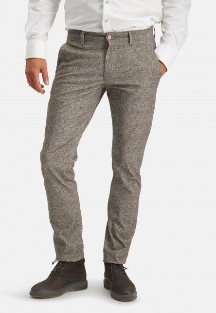 Chino-Silverstone-with-printed-check