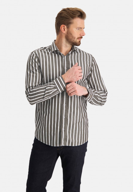 Shirt-with-cut-away-and-stripes