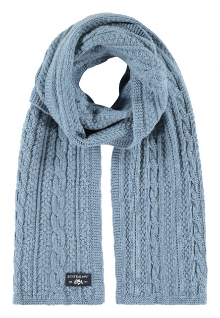 Cable-knitted-scarf