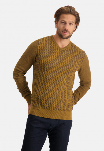 Fine-knitted-pullover-with-V-neck