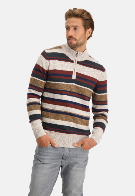 Pullover-with-high-collar-and-zip