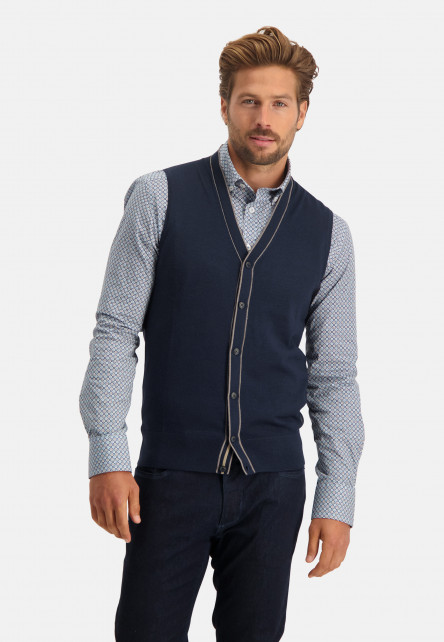 Knitted-gilet-with-button-closure