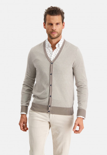 Modern-Classics-cardigan-with-button-closure