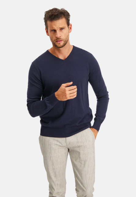 Modern-Classics-pullover-with-V-neck